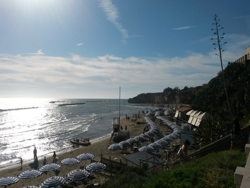Lazio, la proposta del Codacons: vietare il fumo in tutte le spiagge della Regione. I vantaggi