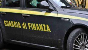 Roma, 20mila paia di scarpe contraffatte: la Guardia di Finanza sgomina una rete di contraffazione nella Capitale