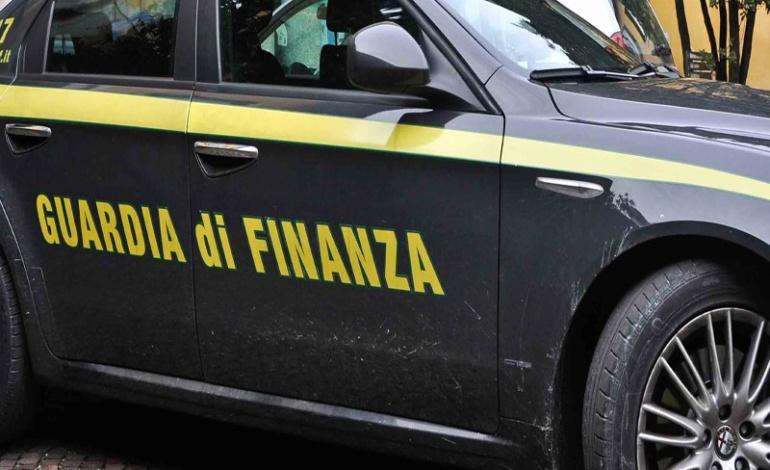 Roma, Fiumicino Aeroporto, la Guardia di Finanza sequesta 55kg di cocaina
