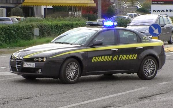 Un deposito clandestino di scarpe contraffatte è stato scoperto a #TorPignattara dai Finanzieri del Comando Provinciale di Roma