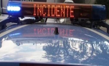 Veroli, scontro rocambolesco tra un'auto e un furgone: sradicato palo della luce