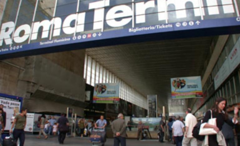 Stazione Termini nel caos: bloccati tutti i treni e display fuori uso per principio di incendio