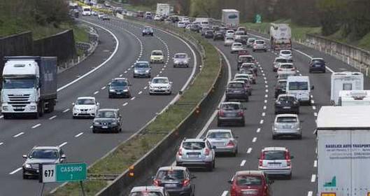 raffico congestionato sulla A24 Roma-Teramo: 6 km di code tra GRA e Tangenziale e servizio Metro B1 interrotto