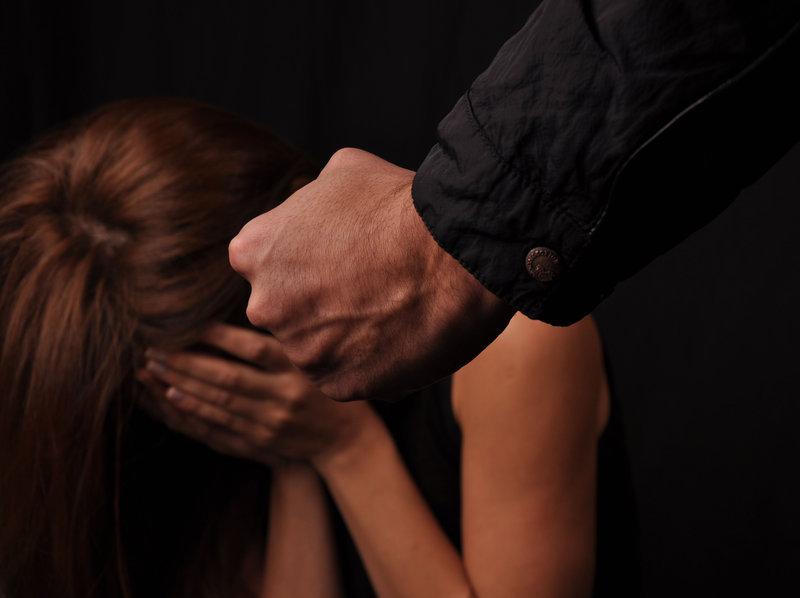 Roma. Atti persecutori e maltrattamenti in famiglia: arrestati due uomini