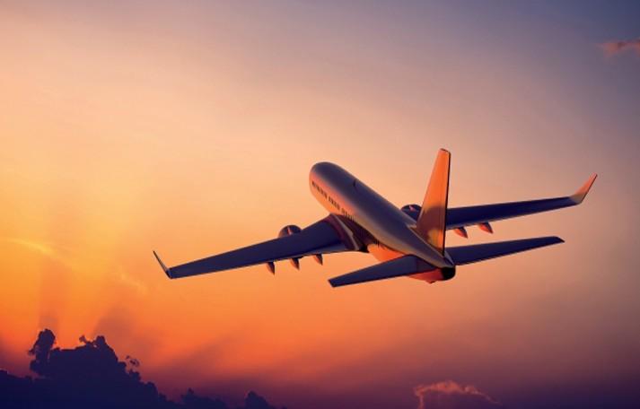 «C'è una bomba sull'aereo, ma è falso». Volo easyJet fa inversione e si scatena il panico