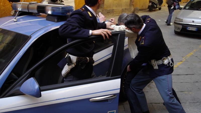 Ostiense, agente di polizia libero dal servizio blocca due rapinatori al supermercato