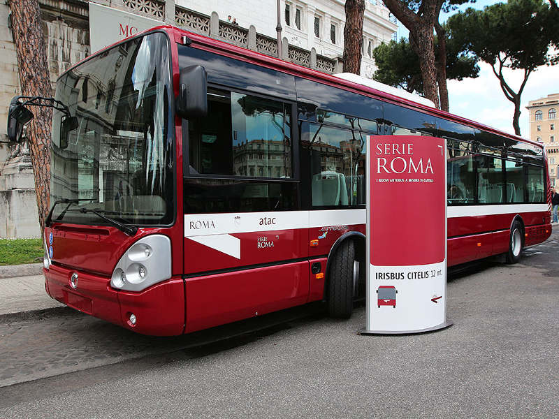porta maggiore porta bus passeggeri cadono