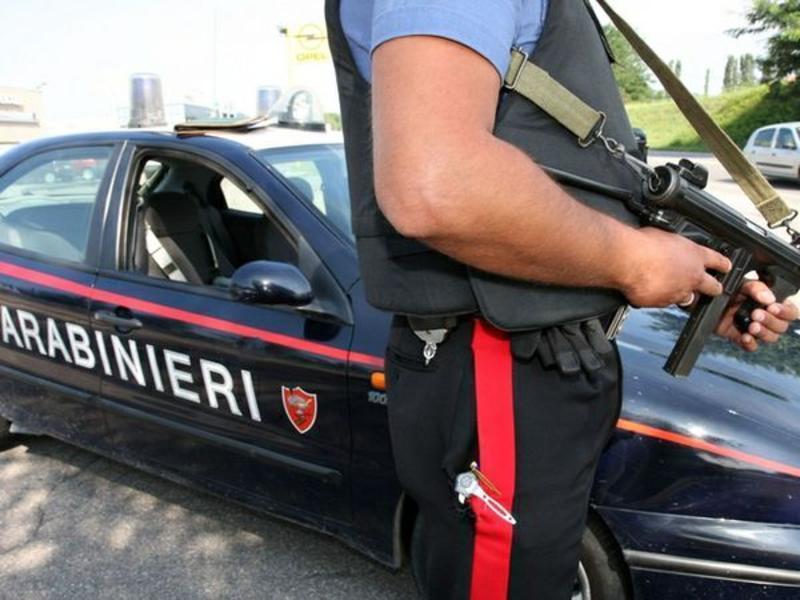 Pomezia, arrestati baby rapinatori: derubano un compagno di soldi e anello d'oro