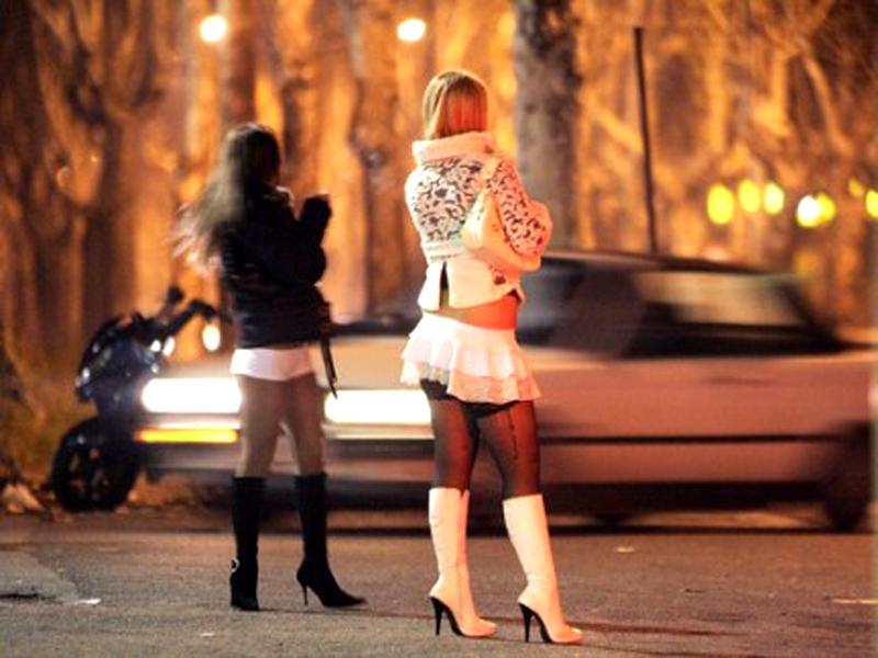 ardeatina rapina ragazze prostituiscono