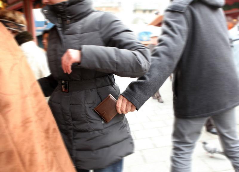 roma cinecittà bufalotta furti centri commerciali