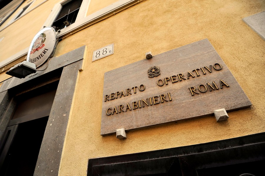 Caserma di piazza Farnese, va dai Carabinieri per sporgere denuncia ma viene arrestato: uccise una prostituta