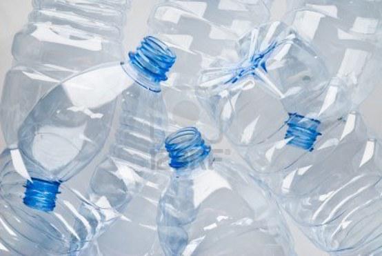 La plastica sostituita con uno spray? Scoperto un liquido bio-commestibile per la conservazione degli alimenti