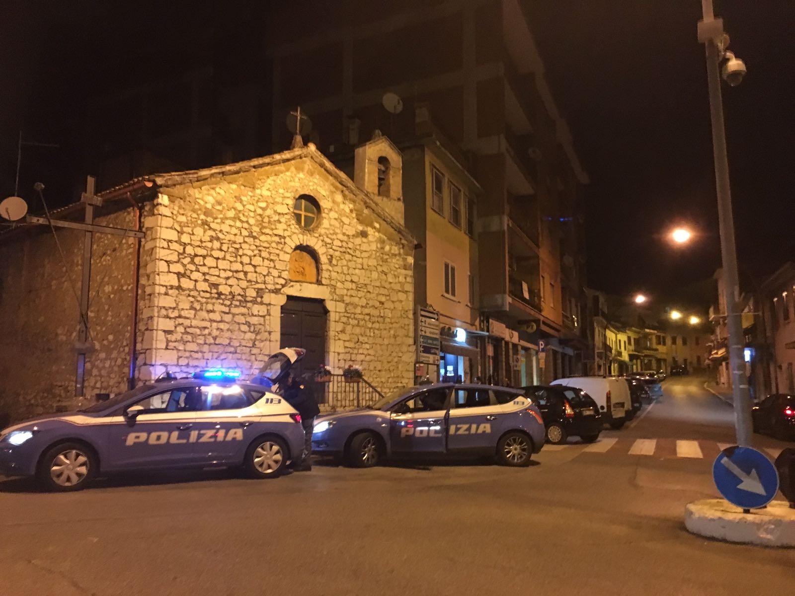 Fiuggi, pugni, calci e minacce con coltello alla madre: arrestato 34enne del luogo dopo essersi dato alla fuga