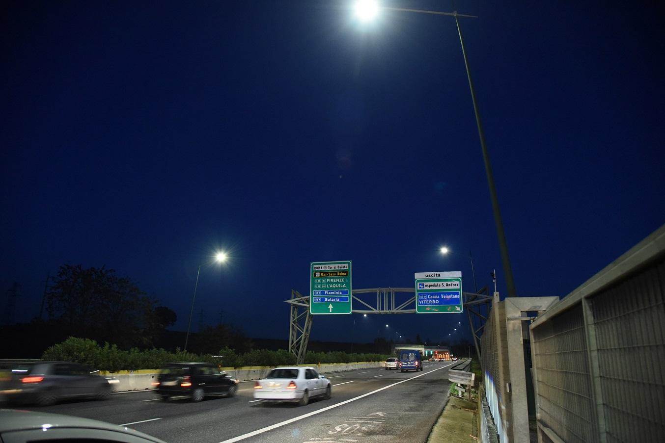 Chiusura notturna bivio con GRA per chi si dirige verso la SS6 Casilina da autostrada A1. Chiusa anche la rampa di svincolo da GRA verso Roma Sud