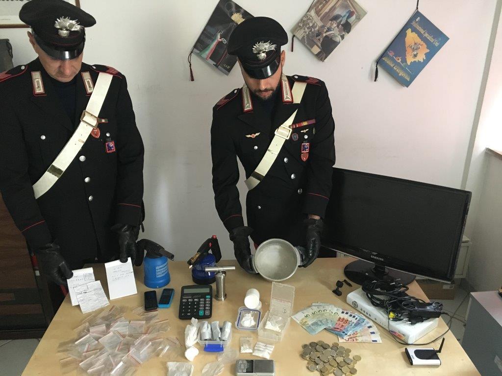 Ostia, controlli nel mondo della prostituzione e scoperta base di smercio di cocaina: arrestati 2 giovani