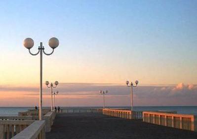 Roma, estate 2020. Piano per le spiagge del litorale: una app per gestire gli ingressi. Ecco come funziona
