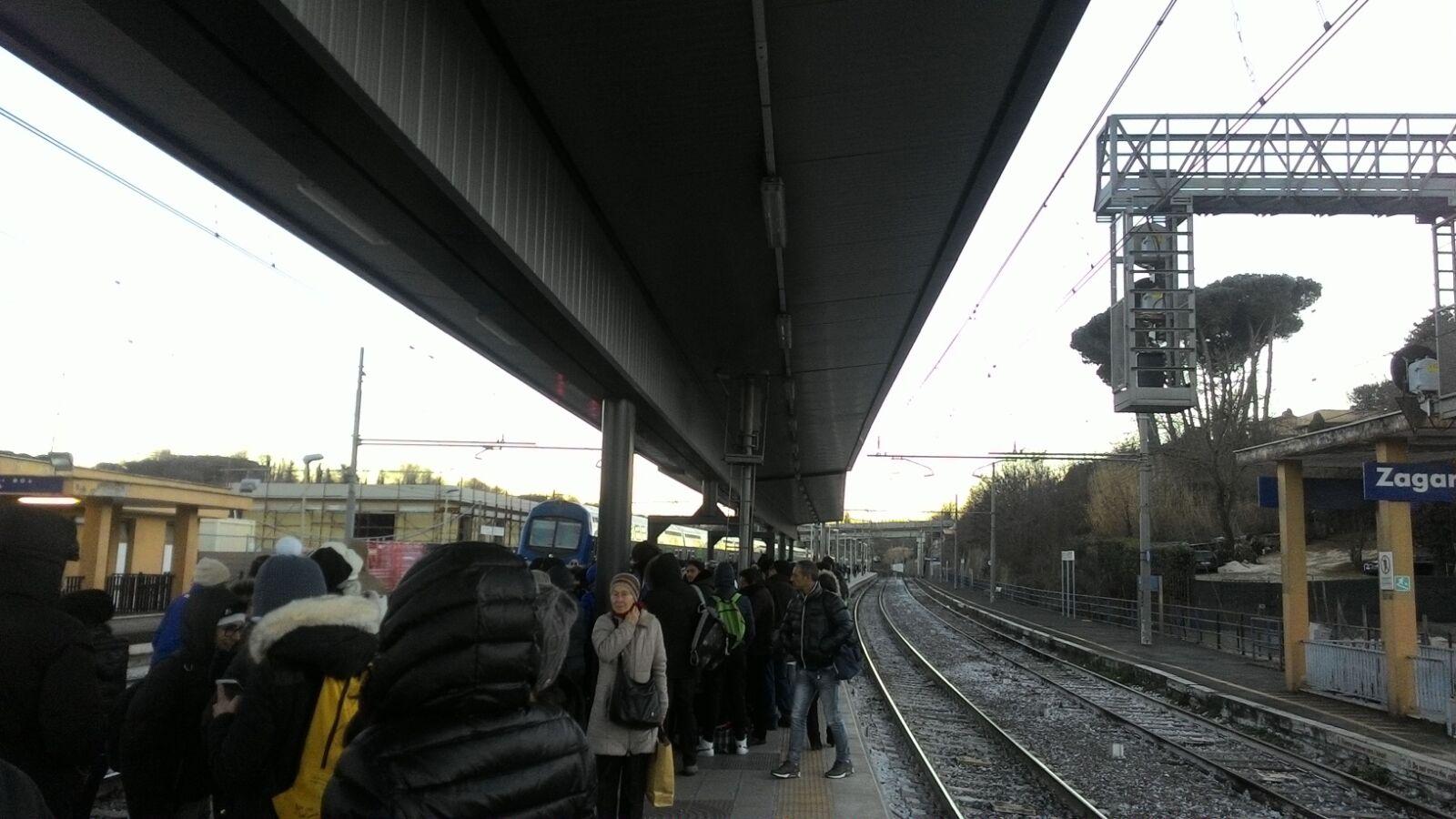 FL6 Roma Cassino guasto treno Tor Vergata circolazione ferroviaria sospesa tra Ciampino e Colle Mattia oggi 14 giugno 2019
