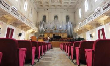 """Conservatorio Santa Cecilia, l'orchestra giovanile di Pesaro e Urbino esegue lo """"Stabat Mater"""""""