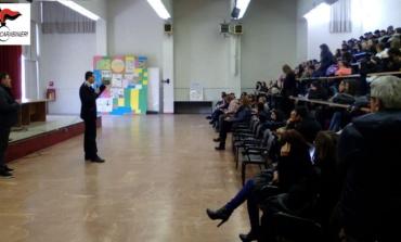 Cassino, incontro didattico dei carabinieri con gli studenti dell'Istituto Tecnico Statale Medaglia d'Oro (FOTO)