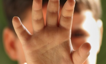 Fiumicino, continue umiliazioni e maltrattamenti ai bambini: arrestati i due gestori di un asilo nido al Pigneto