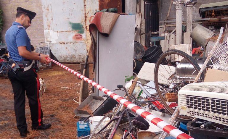 Appio, combustione e gestione illecita di rifiuti: denunciato un operaio (FOTO)