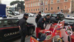 """Roma, operazione antidegrado: 3 borseggiatrici arrestate, sanzionati 13 venditori ambulanti abusivi e multe per i """"segway selvaggi"""" (FOTO)"""
