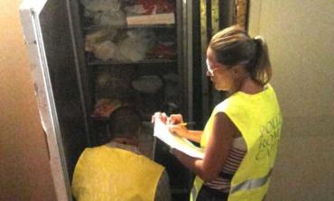 Centocelle, chiuso minimarket in via del Platani: locali non idonei, tubi rotti e sporcizia