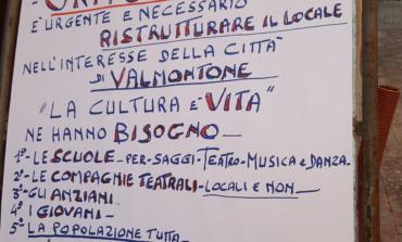 Valmontone, Mattei ha manifestato per far riaprire il teatro: obiettivo trenta firme raggiunto e superato
