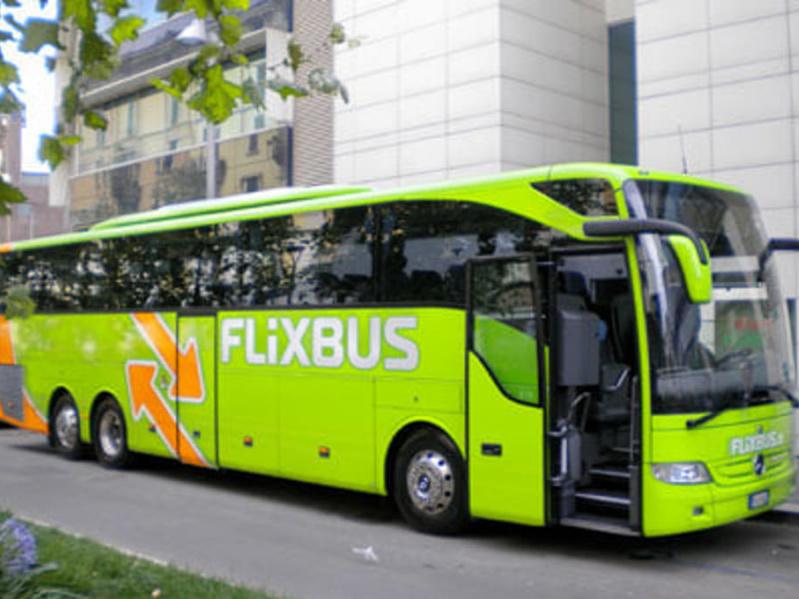 autista flixbus cellulare volante