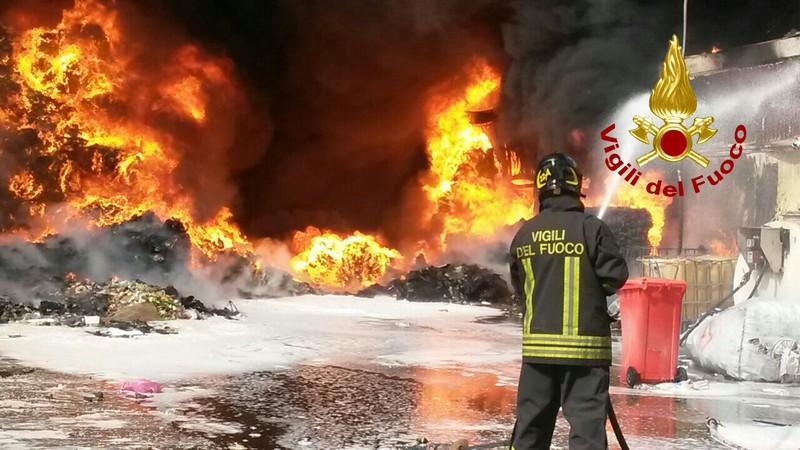 Incendio Loas di Aprilia, le indicazioni della Asl RM 6 ai residenti e ai cittadini dei Comuni limitrofi