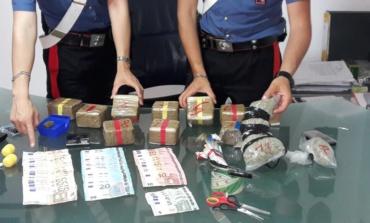 Roma, Corviale, Carabinieri scoprono centrale di spaccio: 3 arresti e 5 kg di droga sequestrati