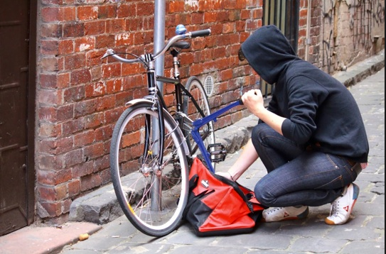 Emergenza furti di biciclette: presi di mira le rastrelliere per bici sparse un po' nelle città