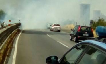 Incendio sulla Pontina e code tra Pomezia Nord e Monte d'Oro: circolazione in tilt
