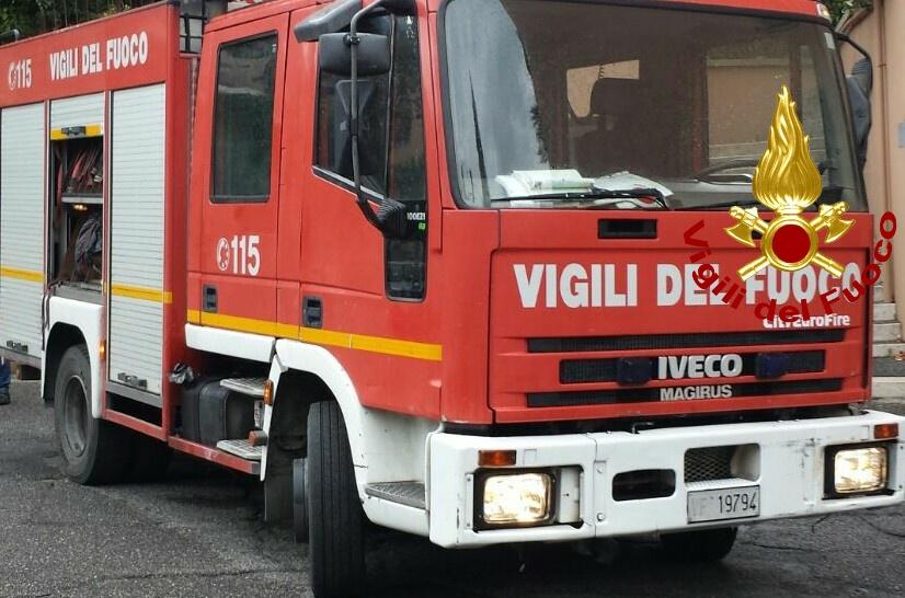 #A1 #Roma-#Napoli, auto in fiamme tra #Colleferro e #Valmontone : possibili rallentamenti verso la Capitale. leggiamo cosa sta succedendo