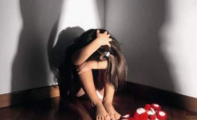 Roma, padre orco accusato di abusi sulla figlia di 10 anni, la Polizia esegue una custodia cautelare