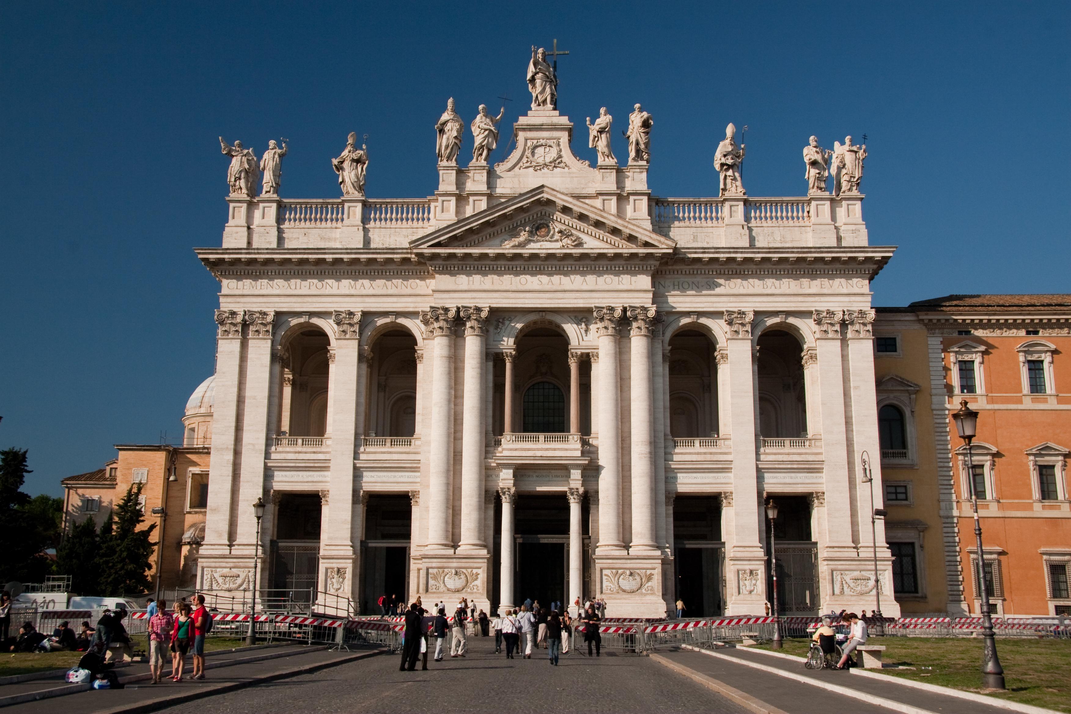 San Giovanni, 73enne colto da infarto all'interno della Basilica: ecco cosa è successo