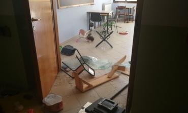 """Ardea, atto vandalico alle scuole di Campo di Carne. Il sindaco Savarese: """" Da oggi installazione telecamere."""""""