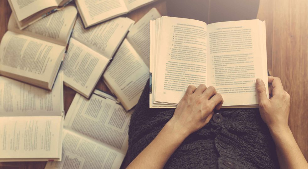 Colleferro Biblioteca Comunale donne lettura