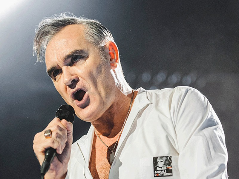 Morrissey contromano su via del Corso a Roma: la rock star britannica nei guai