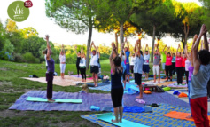 """Roma, al via la IV edizione di """"Saluto al sole"""": un'ora di yoga gratis per tutti a Villa Pamphili"""