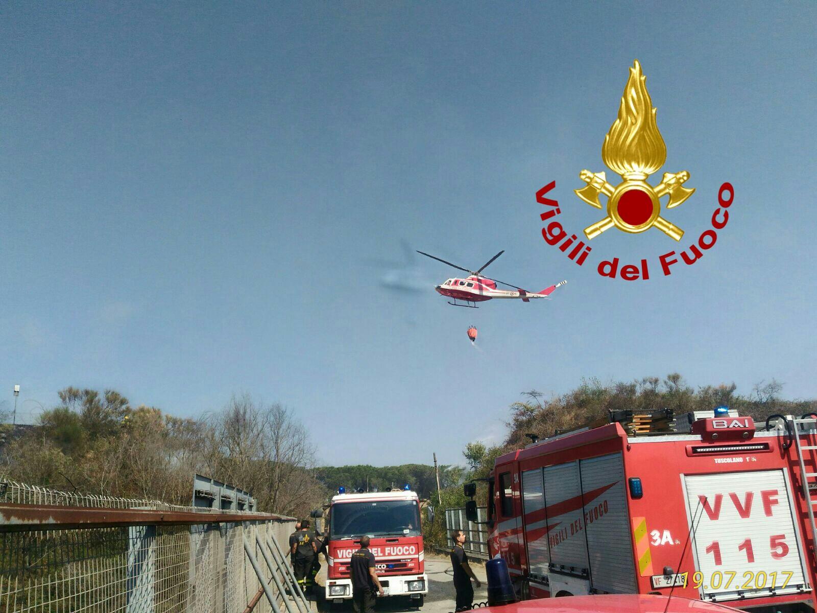 Ancora incendi a Roma, Santa Marinella e provincia: Castel Fusano continua a bruciare