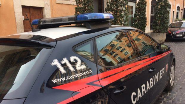 Ceprano, si scaglia contro i carabinieri durante un controllo e tenta la fuga: arrestato