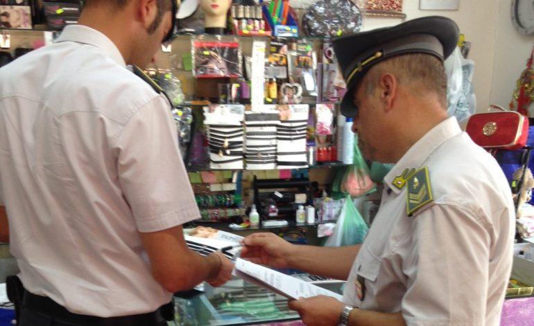 Frosinone, sequestrati 5 mila capi contraffatti: 5 persone denunciate e 10 clienti sanzionati