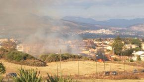 Colleferro, incendio vicino al Castello: fiamme e fumo (FOTO e VIDEO)