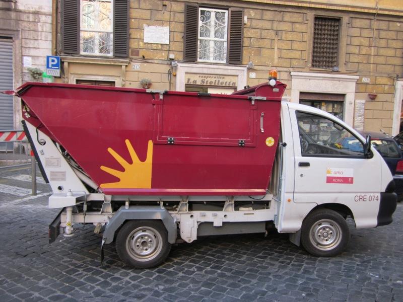 Roma: sciopero Ama e emergenza rifiuti, la situazione è grave