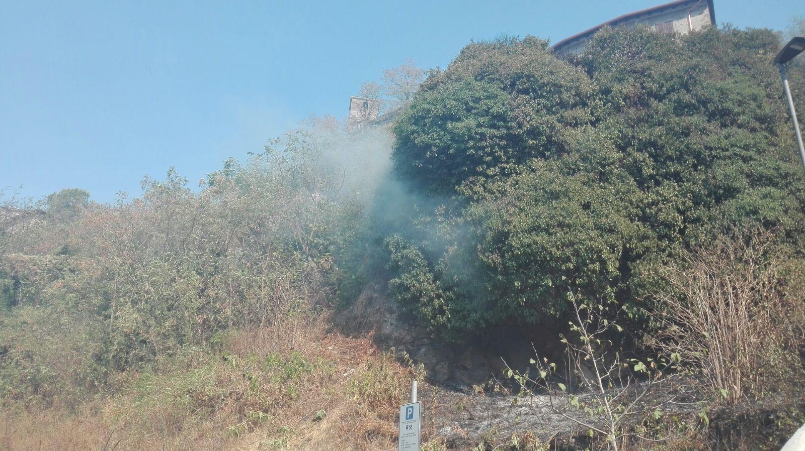 Possibile incendio sulla Pontina all'altezza di Castel Romano: traffico in tilt (FOTO)