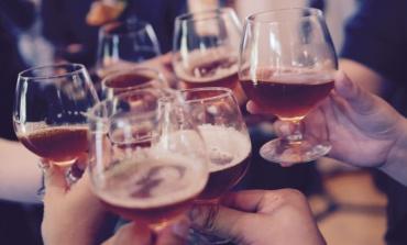 Anagni, niente bevande in vetro durante gli eventi serali: arriva l'ordinanza del sindaco