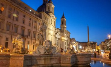 Roma, Piazza Navona, multato un giovane sorpreso a immergersi nella Fontana dei Quattro Fiumi