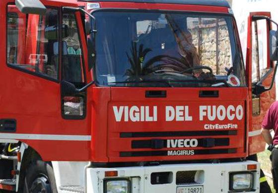 Supino, incendio in zona Cannavine: il sindaco chiude la strada