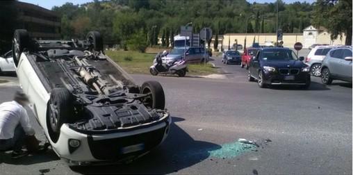 Casilina, incidente al bivio per Arce: auto ribaltata e lunghe code